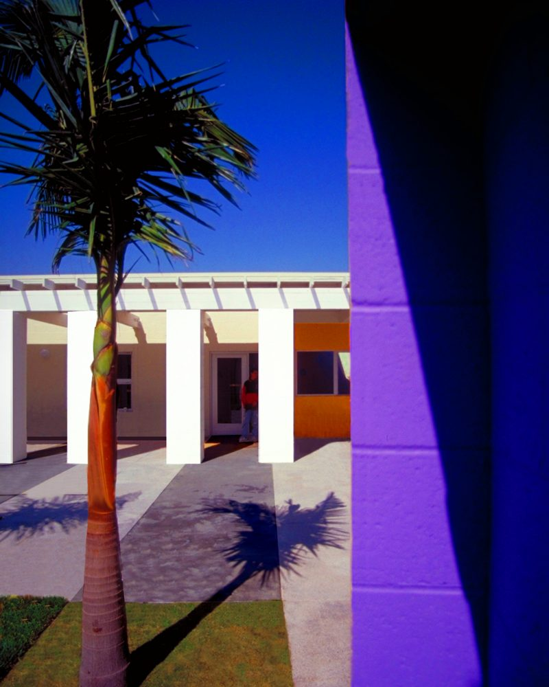 VIEW_OF_COLONNADE_FROM_ACROSS_COURTYARD-LEHRER_ARCHITECTS